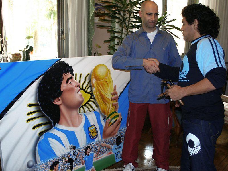 L'artista SILVIO IRILLI con Diego Maradona.